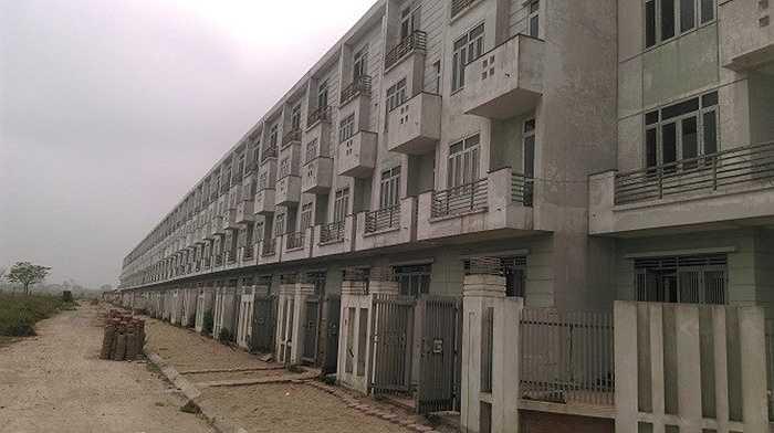 Với quy mô lên tới hơn 68ha, khu đô thị Vân Canh (Hoài Đức, Hà Nội) một thời đã từng là dự án gây tiếng vang lớn trên thị trường bất động sản Hà Nội. Nhưng hiện nay dự án đang trong tình cảnh hoang tàn