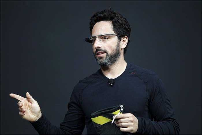 Sergey Brin người đồng sáng lập Google sở hữu 24,4 tỷ USD đã từng bị kỳ thị vì là người Do Thái trước khi chuyển từ Nga sang Mỹ sinh sống năm 6 tuổi. Ông tốt nghiệp đại học Stanford ngành công nghệ thông tin. Brin cũng là cha đẻ của Google Glass và xe hơi không người lái.