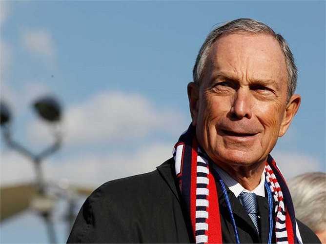 Michael Bloomberg tổng tài sản 31 tỷ USD, là thị trưởng thành phố (New York) giàu nhất thế giới. Tốt nghiệp cử nhân kỹ thuật điện tử và thạc sĩ quản trị kinh doanh. Ông trở thành đối tác của một ngân hàng phố Wall, sau khi bị sa thải với 10 triệu USD trong tay ông thành lập công ty riêng và theo đuổi nghiệp chính trị từ đó.