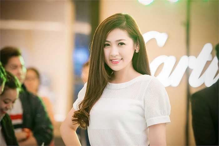 Sau khi đăng quang Á hậu Hoa hậu Việt Nam 2012, Tú Anh tiếp tục công việc học tập tại trường đại học.