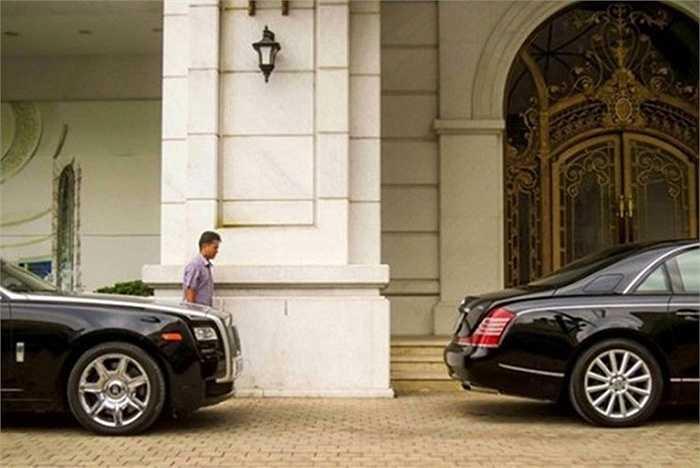 Rolls-Royce Ghost sử dụng hộp số tự động 8 cấp, nó có thể tăng tốc lên 100 km/h chỉ sau 4,8 giây từ vị trí xuất phát..