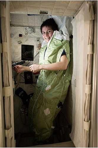 Túi ngủ dành cho phi hành gia trên trạm ISS
