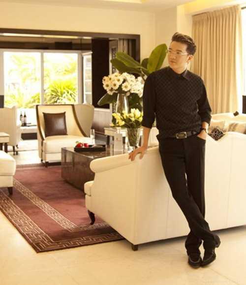 Mr Đàm từng gây nhiều sự chú ý khi tậu căn hộ penthouse trị giá 5 triệu USD (hơn 100 tỷ đồng) và trở thành một trong những sao Việt đầu tiên sở hữu căn hộ cao cấp.