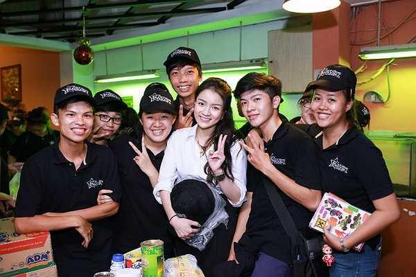 Là một trong những người nổi tiếng và có tiếng nói với các bạn trẻ, Thủy Top đã trở thành người truyền cảm hứng đến cho các bạn sinh viên, người hâm mộ của mình trong đêm từ thiện