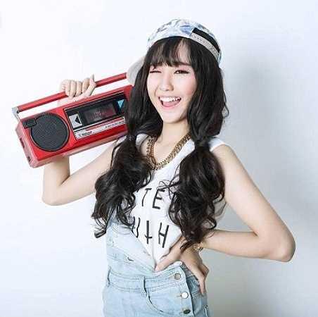 Không chỉ được biết đến là cô bạn xinh xắn, dễ thương của trường Phú Nhuận, Thanh Huyền còn rất đa tài khi đảm nhiệm nhiều việc như teen model, chủ shop kinh doanh,…