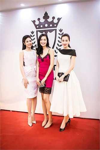 Vóc dáng của Hoa hậu Việt Nam 2008 được tôn vinh bởi thiết kế ôm sát này.