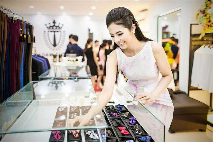 Được biết, thời gian vừa qua Ngọc Hân đã 'tạm trú' ở Sài Gòn để có thể tận tay chuẩn bị cho cửa hàng.