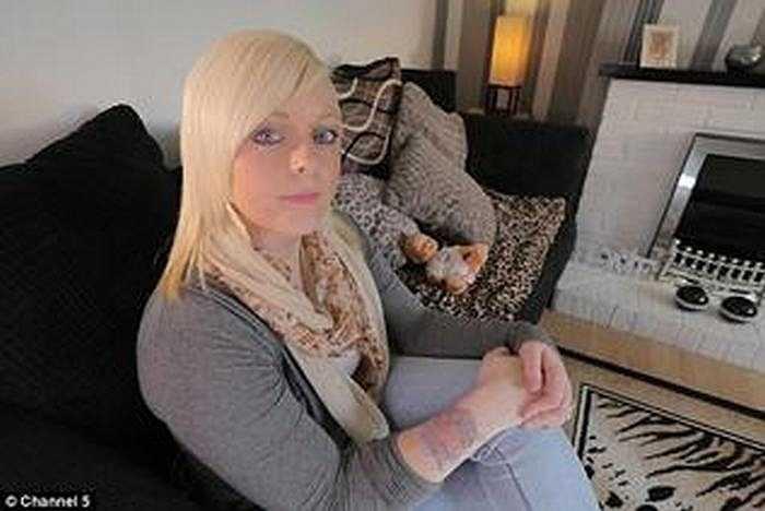 Jessica Hardy, 23 tuổi, sống tại Hereford (Anh) đã rất tuyệt vọng với hình xăm có tên người yêu cũ trên cánh tay. Cô bắt đầu tự tìm kiếm các phương pháp tẩy hình xăm tại nhà.