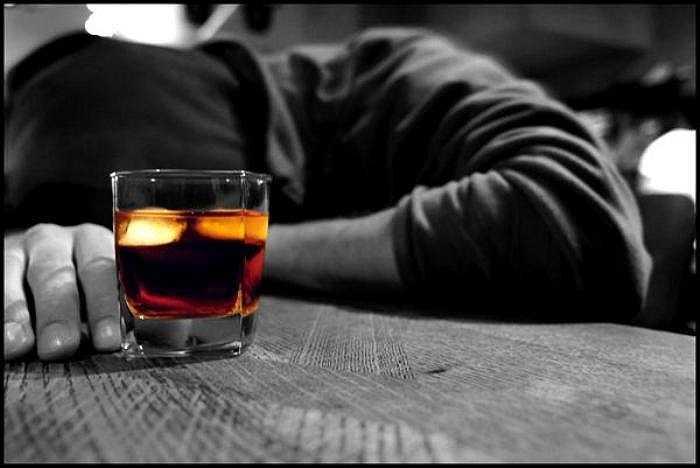 Nếu bạn sử dụng rượu trong thời gian dài với liều lượng lớn thì hệ tiêu hoá của bạn sẽ bị rối loạn, kèm theo hệ miễn dịch cũng bị ảnh hưởng theo.