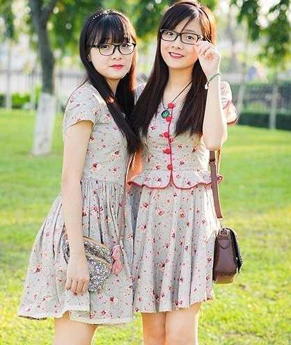 Cô chị Thủy Thu hiện là sinh viên trường Y Hà Nội, cô em Thu Thủy là sinh viên trường ĐH Ngoại thương Hà Nội.