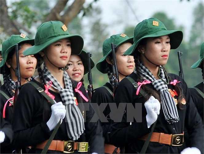 Nữ dân quân du kích miền Nam tham gia hợp luyện. (Ảnh: Trọng Đức/TTXVN)