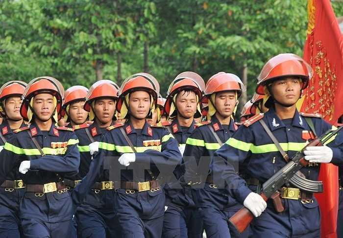 Khối Cảnh sát phòng cháy chữa cháy tham gia hợp luyện. (Ảnh: Trọng Đức/TTXVN)