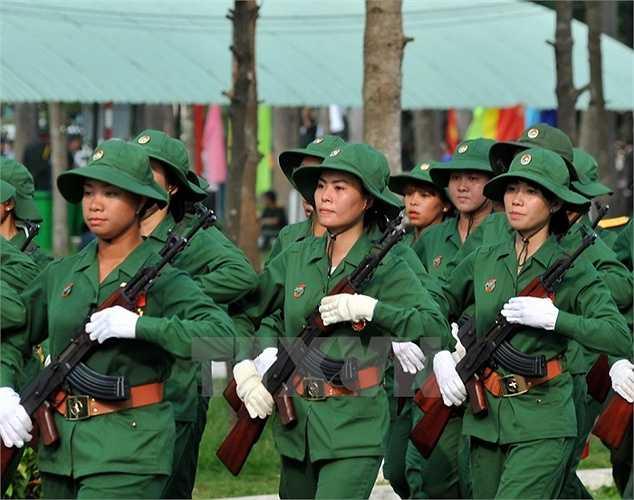 Lực lượng nữ Giải phóng quân miền Nam tham gia buổi hợp luyện. (Ảnh: Trọng Đức/TTXVN)