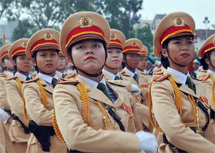 Lực lượng nữ Cảnh sát giao thông tham gia buổi hợp luyện. Ảnh: (Trọng Đức/TTXVN)