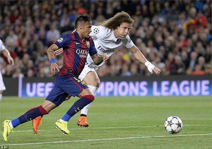 David Luiz là hậu vệ đắt giá nhất thế giới song anh vẫn chỉ là kiểu hậu vệ thường thường bậc trung so với hàng công khủng khiếp của Barca