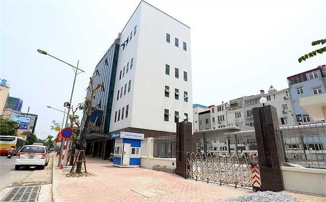 Bến xe Kim Mã là điểm đầu của tuyến đường dành riêng cho xe buýt nhanh từ Hà Nội - Hà Đông. Tuyến đường này có chiều dài 14,7 km, rộng 3,5m.