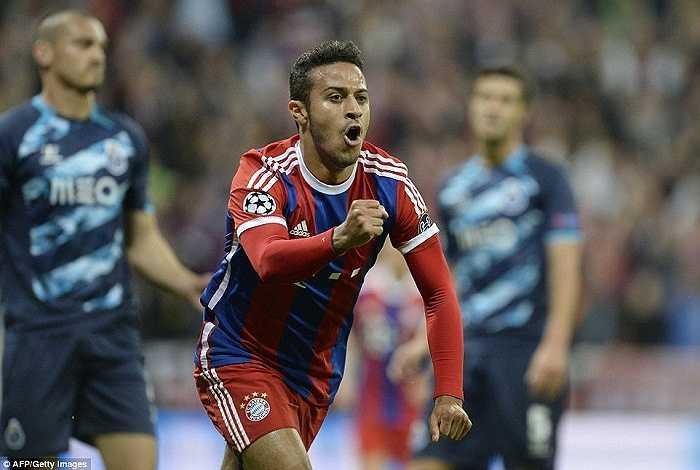 Song chỉ cần 30 phút, Bayern Munich đã lật ngược thế cờ, dù cho Robben và Ribery không góp mặt.