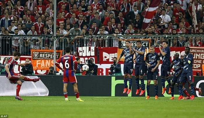 Đây là bàn thua đầu tiên của Bayern trên sân nhà Allianz Arena ở Champions League mùa này.
