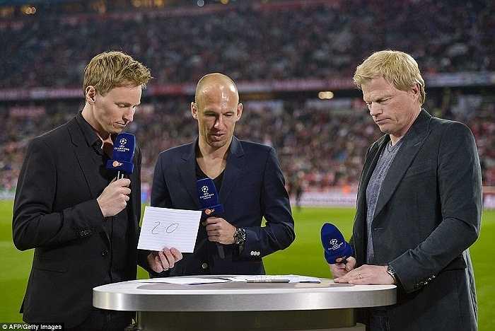 Robben vắng mặt và tham gia bình luận bên lề