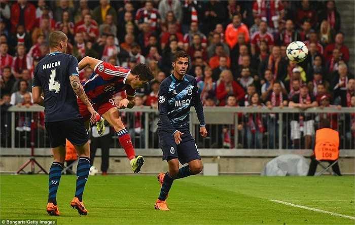 Một cầu thủ khác cũng chơi hay trong trận đấu này là Lewandowski. Tiền đạo này đã lập cú đúp vào lưới Porto ở các phút 27 và 40.