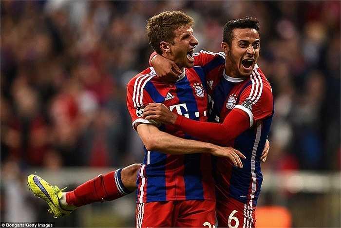 Hình ảnh bất lực trong trận lượt đi một tuần trước được thay đổi bằng hình ảnh bùng nổ, khi Bayern Munich nghiền nát Porto 6-1.