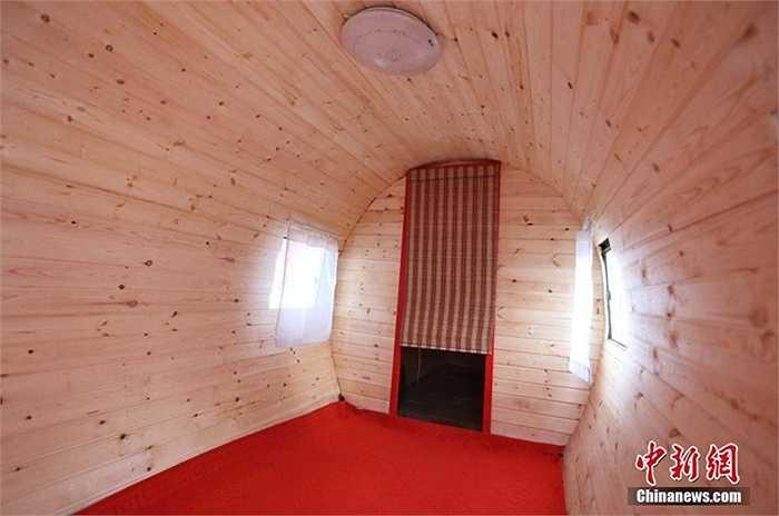 Không gian bên trong chiếc 'trực thăng' đặc biệt với nội thất bằng gỗ, có thể chứa tới nhiều người