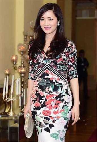 Giáng Mi cũng là hoa hậu đầu tiên và duy nhất của cuộc thi Hoa hậu đền Hùng