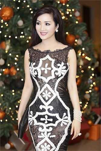 Hoạ tiết cũng là điểm yêu thích trên trang phục của Giáng Mi
