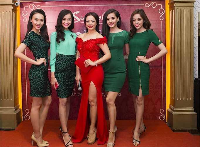 Đến tham dự chương trình này còn có sự góp mặt của diễn viên Mai Thu Huyền, Á hậu Vi Thị Đông, hoa khôi Tăng Huệ Văn, ... cùng dàn người mẫu trẻ.