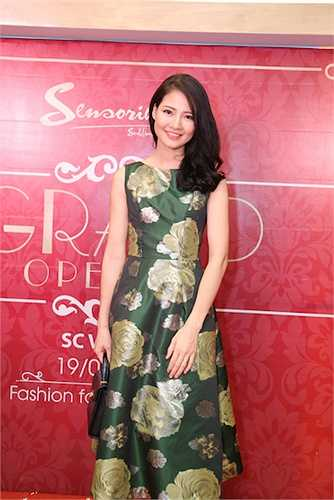 Trần Thị Quỳnh cho biết cô ít tham gia các hoạt động showbiz nên với cô sự thoải mái, nhẹ nhàng và cá tính là điều quan trọng nhất khi lựa chọn cho mình bộ trang phục để khoác lên người.