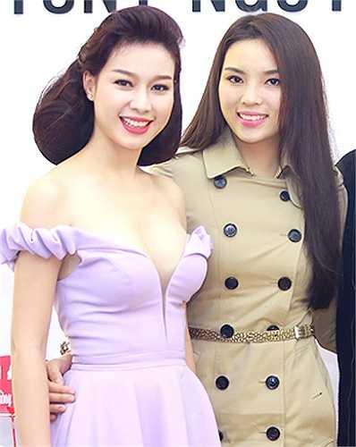 Đọ sắc với Top 10 Hoa hậu Việt Nam 2010 Trương Tùng Lan, Kỳ Duyên cũng bị lấn át.