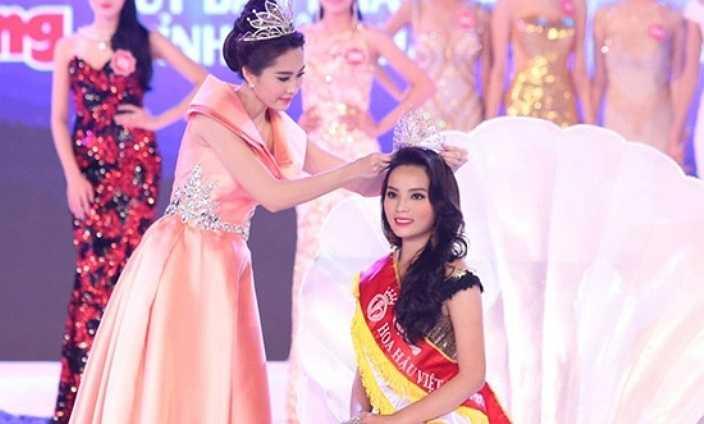 Một bức ảnh thấy được khoảng cách rõ rệt giữa nhan sắc của Hoa hậu Việt Nam 2012 và Hoa hậu Việt Nam 2014.