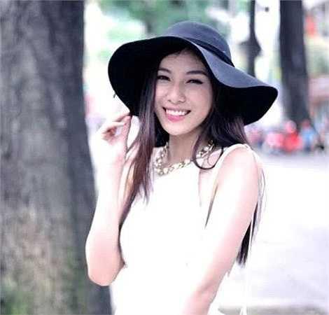 Hoa khôi Miss Hutech 2015  Nguyễn Quỳnh Ánh Tuyết, sinh ngày 2/10/ 1995, đến từ thành phố Hồ Chí Minh.