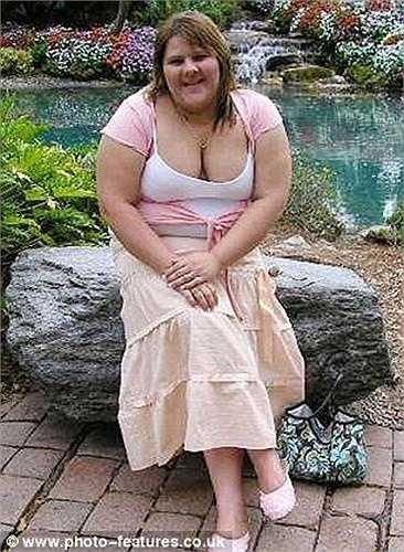 Shanna bị bạn bè trêu ghẹo nên cô cho mình được thoải mái ăn uống. Đỉnh điểm, cân nặng của Shanna đạt 182kg và thường xuyên bị lên cơn hen đe dọa tính mạng.