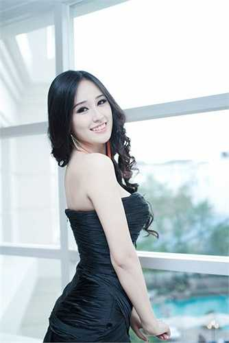 Ở Hoa hậu họ Mai luôn toát ra sức hấp dẫn khó chối từ.