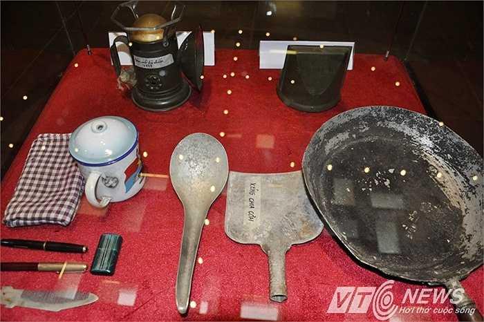 125 hiện vật quý liên quan đến cuộc đấu tranh thống nhất đất nước được giới thiệu tới công chúng tại chương trình trưng bày chuyên đề 'Hậu cần cho đại thắng mùa Xuân 1975'
