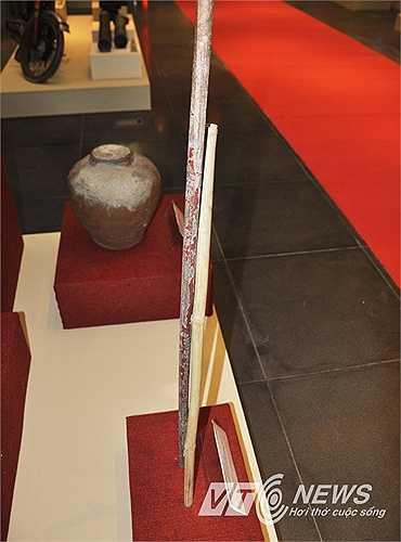 Chiếc gậy Trường Sơn nổi tiếng một thời.