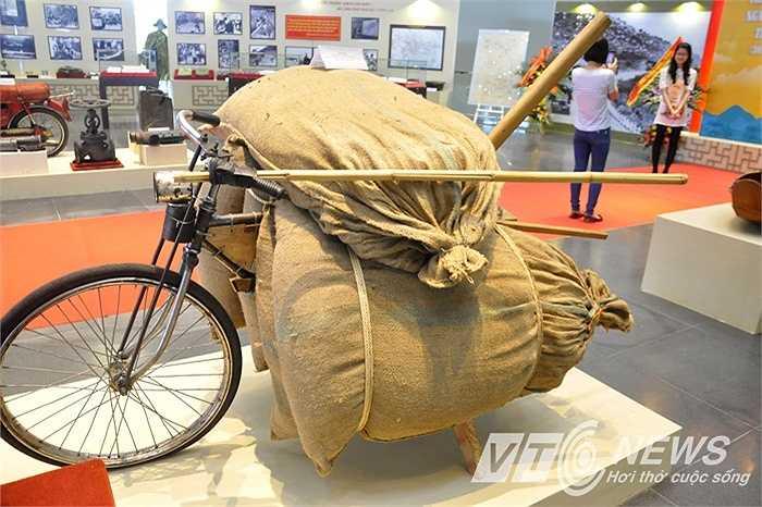 Chiếc xe đạp thồ làm nên lịch sử của quân và dân ta.