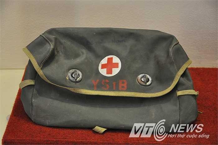 Túi cứu thương trên chiến trường.