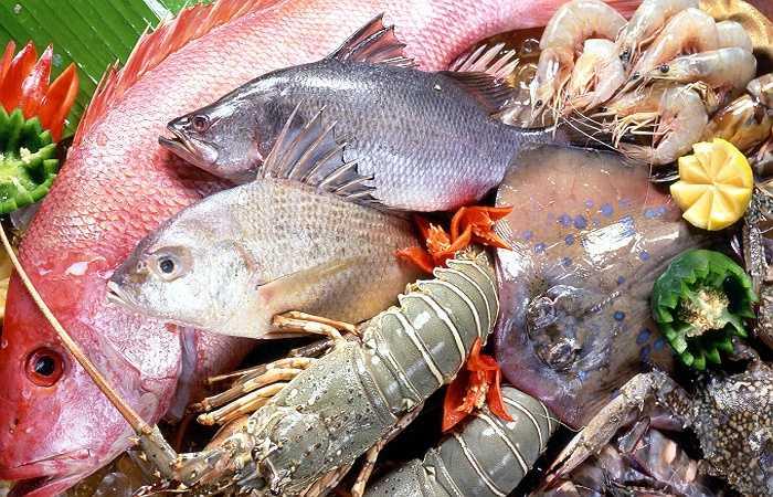 Đồ biển: Tuy đồ biển chứa nhiều a-xít béo omega-3 có lợi cho sự phát triển của trẻ nhưng bạn cần tránh các loại thực phẩm chứa nhiều thủy ngân. Những đồ biển thường chứa thủy ngân như cá hồi, cua hoặc thịt cá mập… có thể gây hại cho não trẻ.