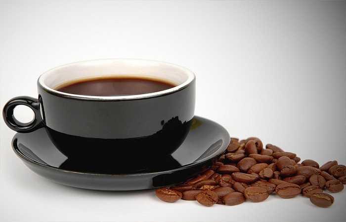 Cà phê: Cà phê mặc dù sẽ khiến bạn tỉnh táo hơn, minh mẩn hơn tuy nhiên nó lại không hoàn toàn phù hợp với phụ nữ mang thai đâu nhé. Bên cạnh hàm lượng caffein có trong cà phê sẽ gây ra những ảnh hưởng xấu đến sức khỏe của mẹ bầu và thai nhi, làm rối loạn quá trình phát triển tự nhiên của thai nhi thì cà phê còn là thực phẩm gây sảy thai khá phổ biến mà không phải ai cũng biết.