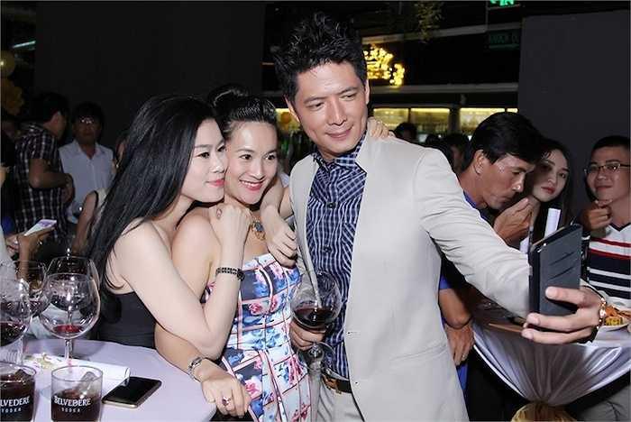 Trong nhiều năm qua, ngoài vai trò diễn viên kiêm MC truyền hình, Bình Minh còn lấn sân sang lĩnh vực kinh doanh với sự giúp đỡ của bà xã Anh Thơ.