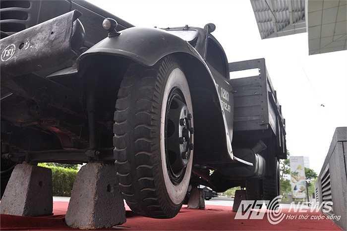 Hướng tới kỷ niệm 40 năm Giải phóng hoàn toàn miền Nam, thống nhất đất nước (30-4-1975/30-4-2015), chiếc xe tải này được trưng bày tại Bảo tàng Hà Nội (Ảnh: Minh Chiến)