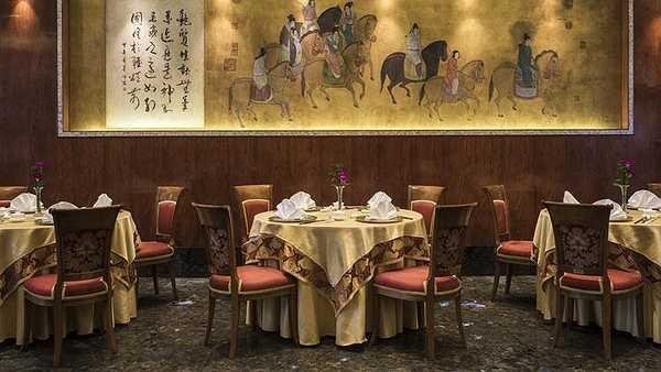 Reverie Saigon còn có nhà hàng Royal Pavilion chuyên phục vụ ẩm thực Quảng Đông, mang đậm phong cách của châu Á.