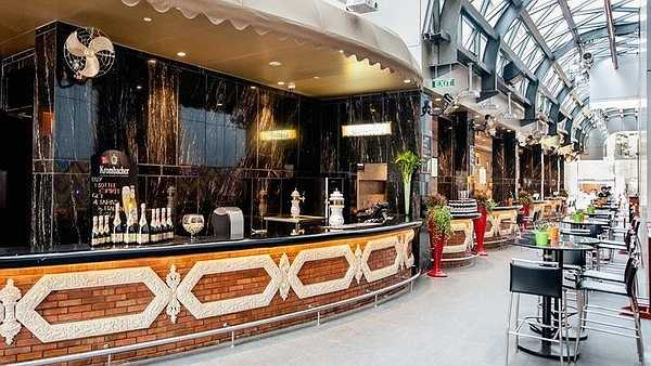 Tại khách sạn còn có khu Long @ Times Square chuyên phục vụ các loại pizza, sinh tố, đồ uống nằm ở tầng trệt.
