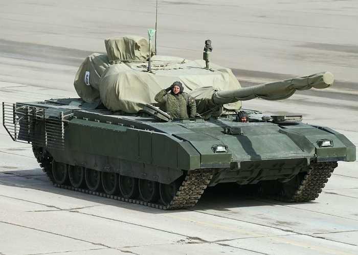 Xe tăng chiến đấu chủ lực Armata T-14 của quân đội Nga được tự động hóa tối đa, tổ lái được đặt các ly khỏi khu vực vũ khí để tăng chỉ số an toàn, pháo được nạp tự động, nòng trơn 125mm.