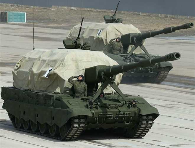Pháo tự hành 2S35 Koalitsiya-SV nặng khoảng 55 tấn, dài 7,25m, rộng 3,40m, cao 3m, tốc độ hành trình trên đường bằng đạt 60km/h, bên trong chứa được tới 70 viên 152mm.