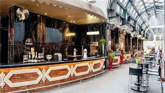 Có rất nhiều kiểu nhà hàng khách nhau bên trong khách sạn này