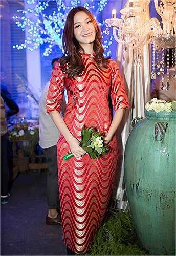 Hoa hậu Thùy Dung: Bước ra từ cuộc thi Hoa hậu Việt Nam 2008 Thùy Dung cũng bị cả người hâm mộ lẫn giới chuyên môn đánh giá là có gout thời trang không mấy khá khẩm. Điều người ta hay nhớ tới ở Thùy Dung là khuôn mặt hay trang điểm quá đậm đà, kèm theo đó là trang phục nổi bật thái quá (do màu sắc hoặc chất liệu xuyên thấu 'nóng mắt').