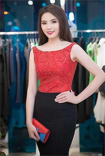 Kỳ Duyên thường xuyên mắc lỗi chọn và kết hợp đồ. Đặc biệt, Hoa hậu Việt Nam 2014 rất thích gam màu hồng nữ tính nhưng đây lại chính là gam màu thường xuyên khiến cô bị mất điểm trầm trọng.